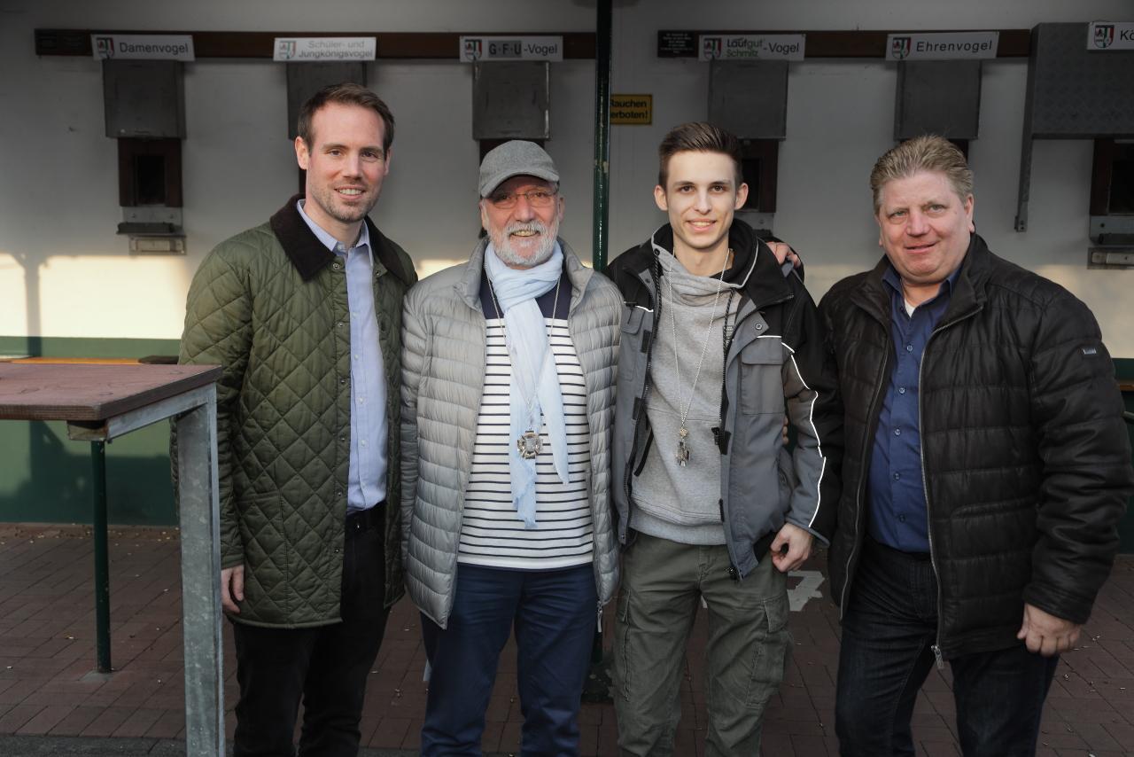 V.l.: 2. Hauptmann Sebastian Roes-Breidenbend, Thomas Woywod,  Sven-Hendrik Ballauf, 1. Hauptmann Heinz Nikolaus